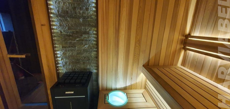 """Парная из канадского кедра с печью Harvia Virta combi 90 с отделкой """"скала"""" из талькомагнезита и подсветкой EOS"""